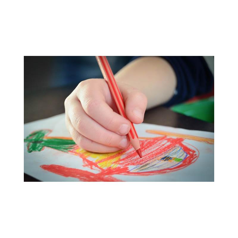 मुलांमध्ये कलात्मक विकासाला नैसर्गिकरित्या कसे प्रोत्साहित करावे?